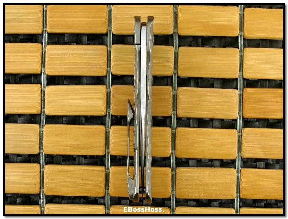 Cucchiara Dorado Flipper Framelock -- Chipped Titanium