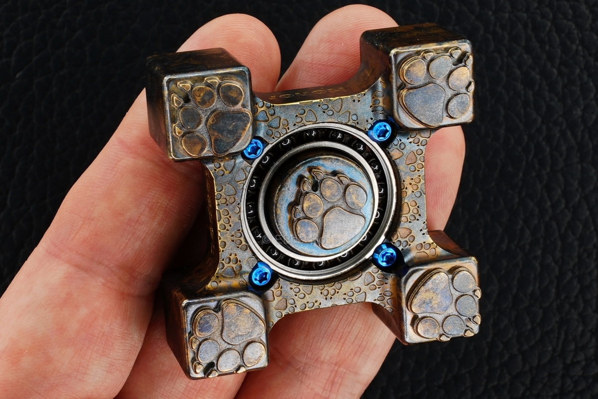 Steel Flame ''ONE 2017'' SLEDGE 3-D Dog Paw Ring Spin KillboX